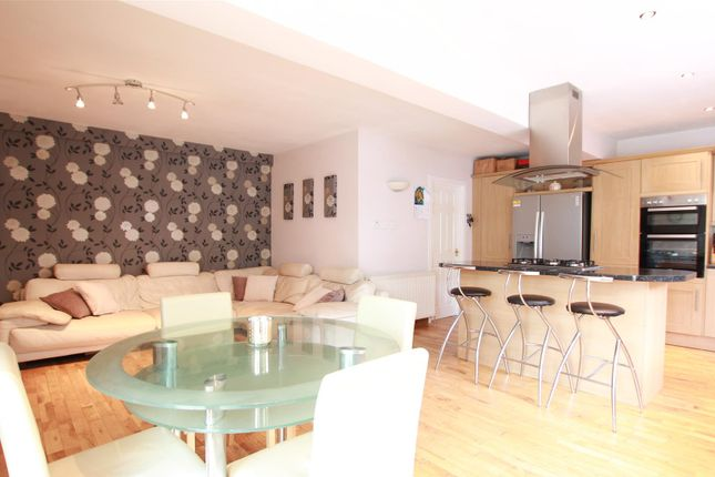 Kitchen Dining of Clydeview, Bothwell, Glasgow G71