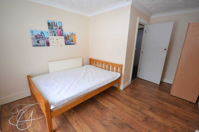 Thumbnail Flat to rent in Chatham Street, Reading