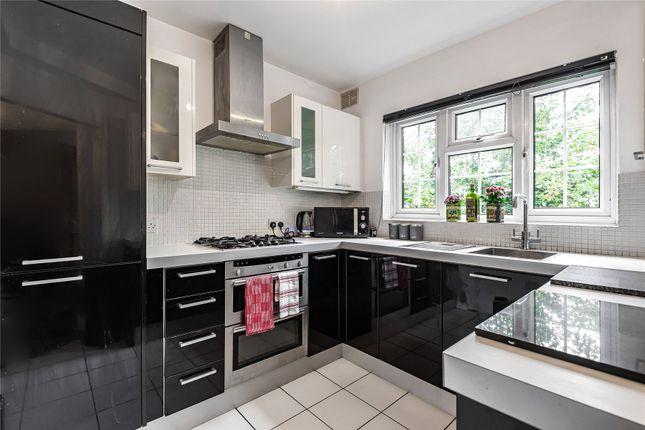 3 bed flat for sale in High Road, Loughton IG10