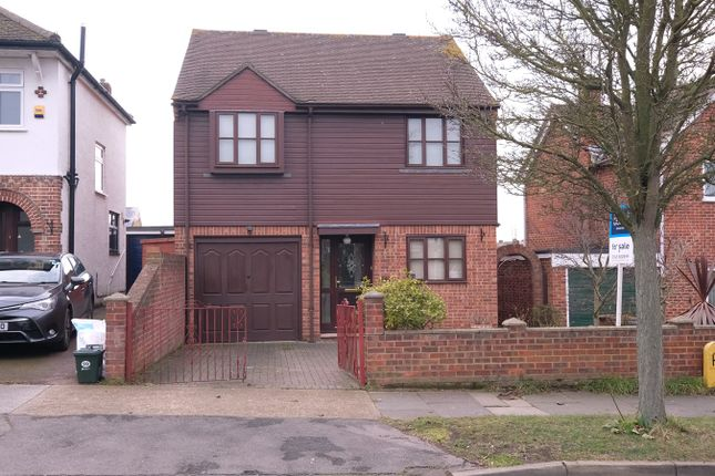 Thumbnail Detached house for sale in Longfield Road, Great Baddow, Chelmsford