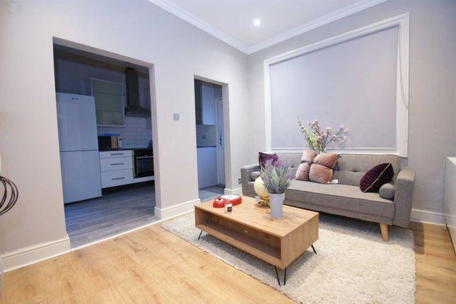 Thumbnail Flat to rent in Eynham Road, Shepherds Bush