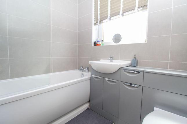 Bathroom of Lintmill Terrace, Aberdeen AB16