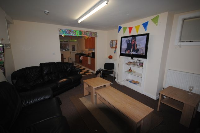 Thumbnail Shared accommodation to rent in 5 Headingley Avenue, Headingley
