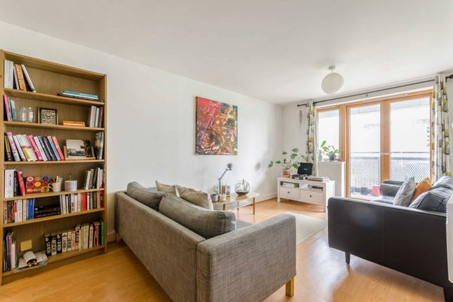 Thumbnail Flat for sale in Leamore Court, Bethnal Green