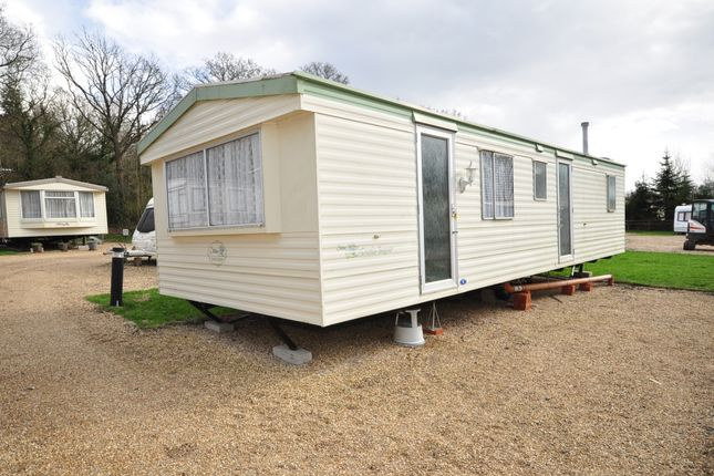 Thumbnail Mobile/park home to rent in Emms Lane, Brooks Green, Horsham