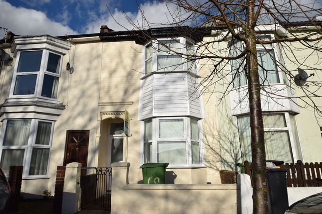 3 bed terraced house to rent in Manor Road, Portsmouth