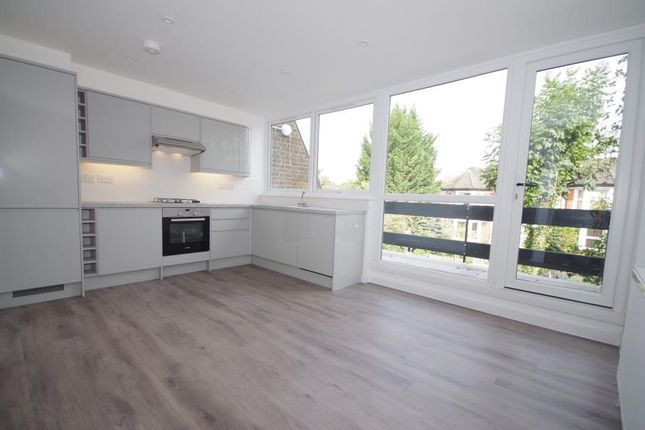 3 bed town house for sale in Links View, Finchley