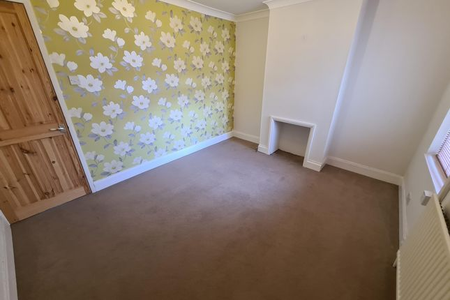 Living Room of Edinburgh Road, Lowestoft NR32