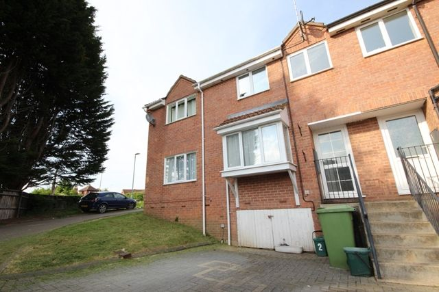 3 bed terraced house to rent in Gupshill Close, Tewkesbury GL20