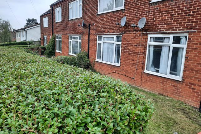 1 bed flat to rent in Harbourer Road, Ilford IG6