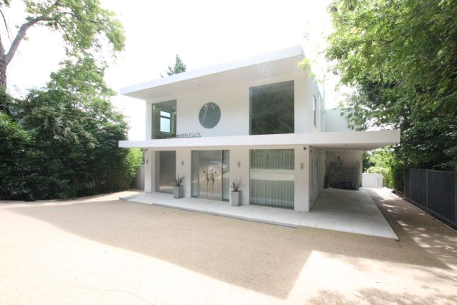 Thumbnail Detached house to rent in Whitelights, Barnet Road, Arkley