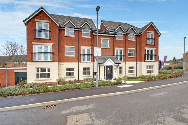 2 bed flat for sale in Byron Avenue, Elstree, Borehamwood WD6
