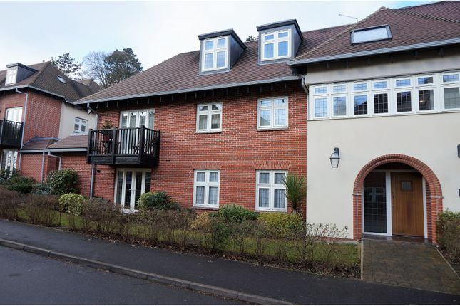 Thumbnail Flat to rent in Highcroft Road, Winchester