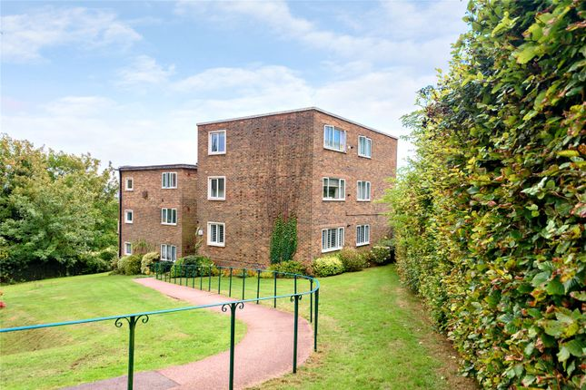 3 bed flat for sale in Woodland Court, Hove BN3