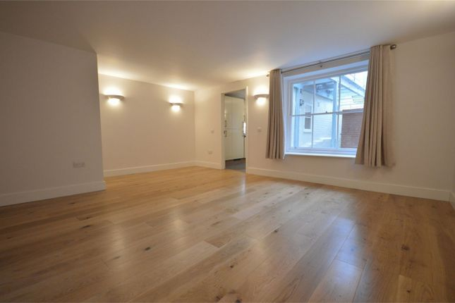 Thumbnail Flat to rent in Southgate Villas, St. James Lane, Winchester