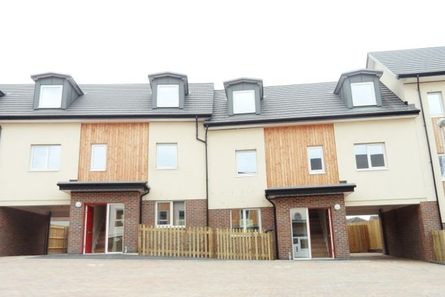 4 bed terraced house to rent in Cranes Lane, Basildon SS14