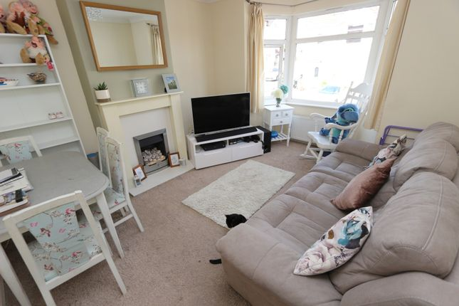 2 bed flat for sale in Leys Road, Torquay