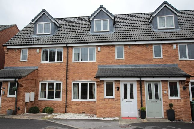 Thumbnail Town house for sale in Lapwing View, Wakefield