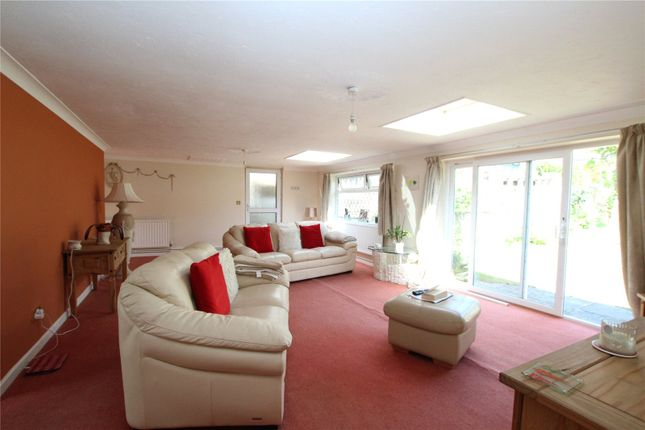 Annexe Lounge of Swingate Lane, Plumstead SE18