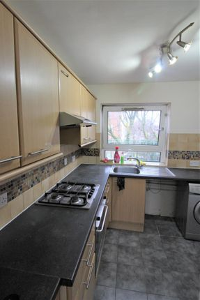 Thumbnail Flat to rent in Osward Place, London