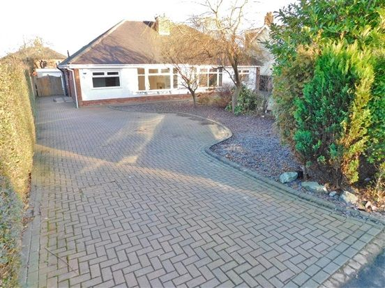 Thumbnail Bungalow to rent in Leyland Road, Penwortham, Preston