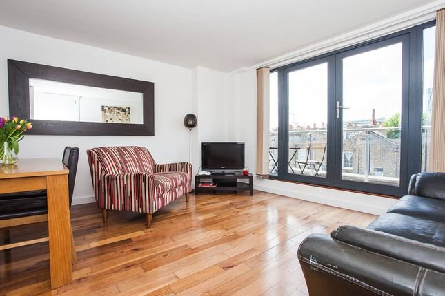 2 bed flat to rent in Acton Street, London