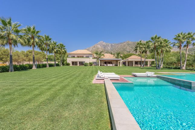 Thumbnail Villa for sale in Quinta De Sierra Blanca, Costa Del Sol, Spain