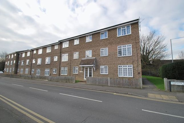 1 bed flat to rent in Sopwith Avenue, Chessington