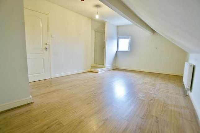 Room 4 of Dyche Lane, Coal Aston, Dronfield S18