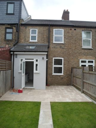 4 bed terraced house to rent in Franklyn Road, Willesden, London