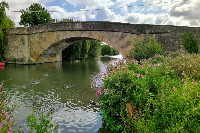 Picture No. 13 of Burford Road, Lechlade GL7