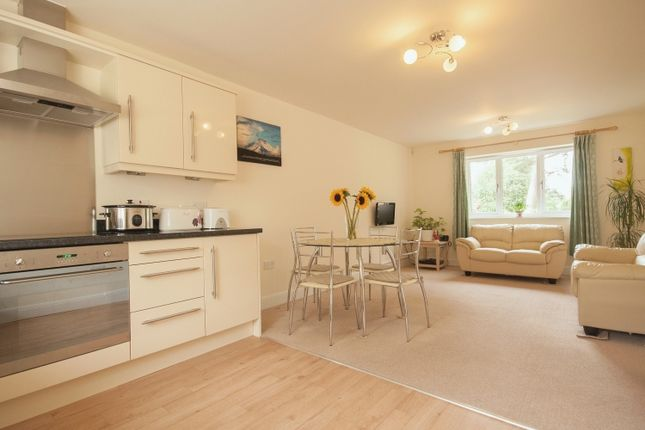 Thumbnail Flat to rent in Dean Court Road, Botley, Oxford