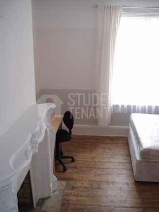 Thumbnail Room to rent in Dock Road, Chatham