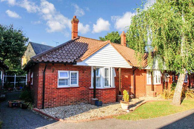Thumbnail Flat for sale in Bridgecote Lane, Laindon, Basildon