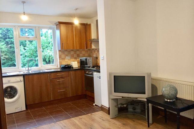 1 bed flat for sale in Gunnersbury Avenue, Ealing