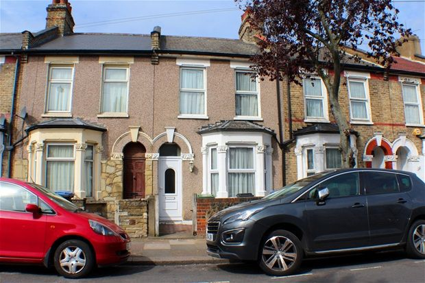 Thumbnail Terraced house for sale in Hawthorn Road, London