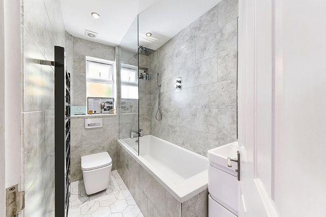 Bathroom of Leverson Street, London SW16