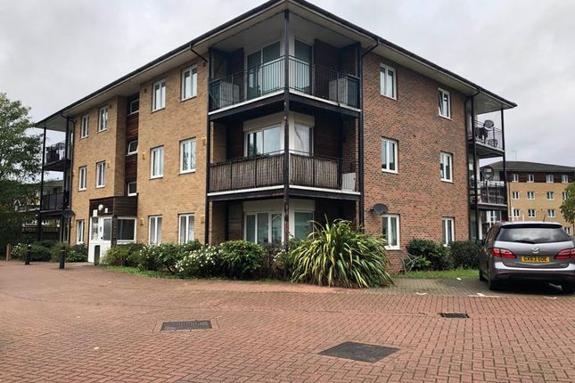 Flat to rent in Blackburn Way, Hounslow, Greater London