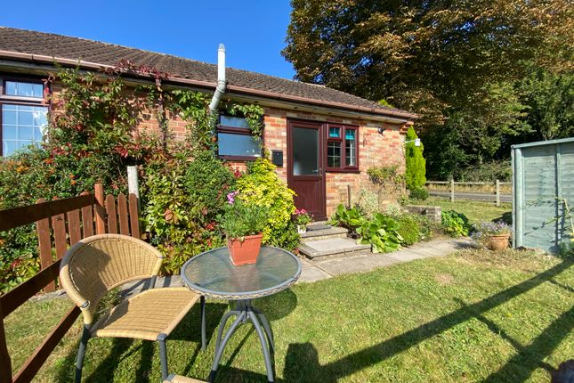 1 bed semi-detached bungalow to rent in Kennel Lane, Littleton, Winchester SO22