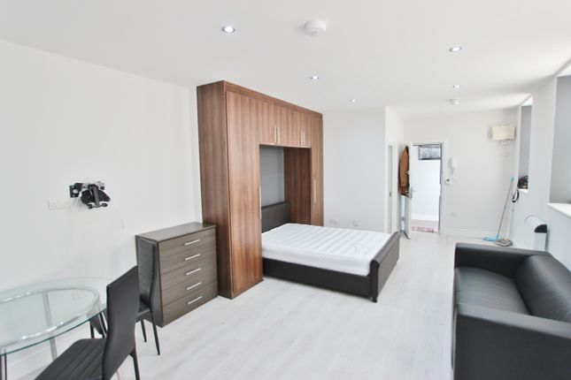 Studio to rent in Harrow, Middlesex