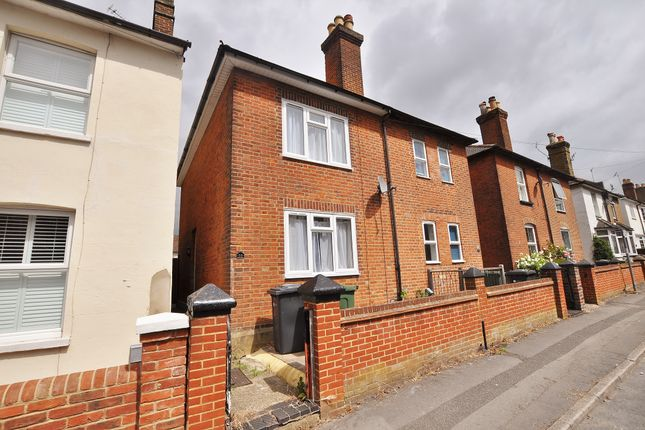 Thumbnail Semi-detached house to rent in Dapdune Road, Guildford