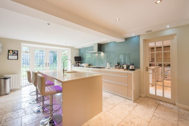 Thumbnail Detached house to rent in Walkwood Rise, Beaconsfield, Buckinghamshire