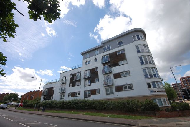 Thumbnail Flat for sale in Cherrydown East, Basildon, Essex