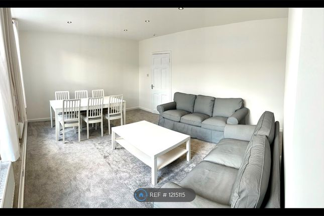 3 bed flat to rent in Market Street, Watford WD18