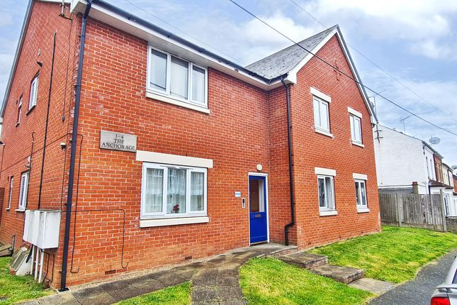 2 bed property to rent in Tyler Street, Harwich CO12