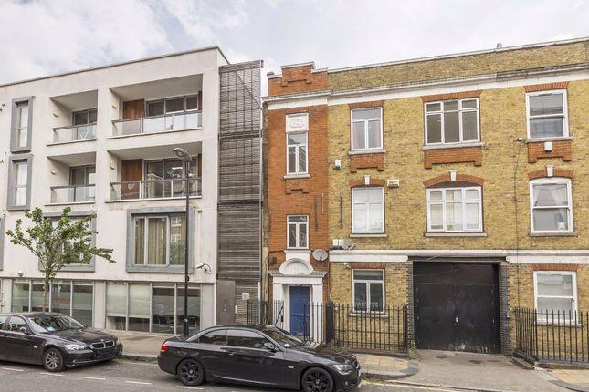 Thumbnail Flat to rent in White Lion Street, London