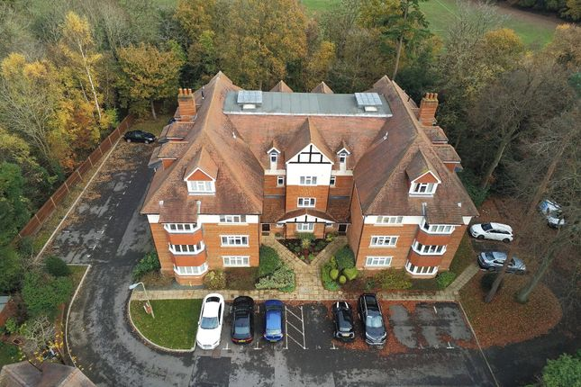 Thumbnail Flat for sale in Canterbury Gardens, Farnborough