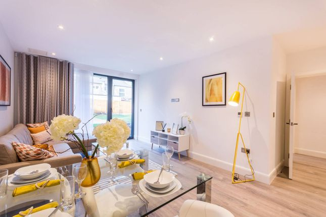 Thumbnail Flat for sale in Woodside Apartments, Wood Green