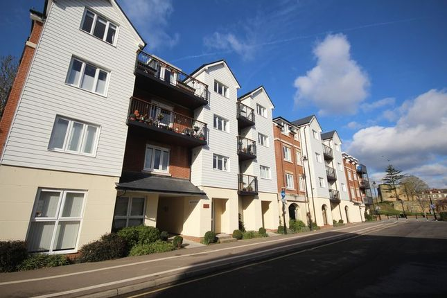 Thumbnail Flat for sale in Waterside Lodge, Bradford Street, Central Tonbridge