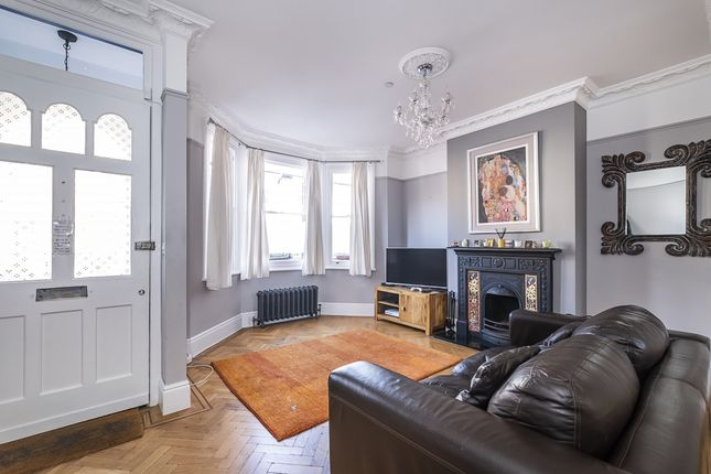 4 bed flat to rent in Warwick Road, Hampton Wick, Kingston Upon Thames KT1